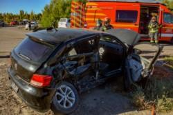 El Gol quedó con severos daños tras ser embestido por la camioneta. (Foto: Sergio Esparza / Jornada)