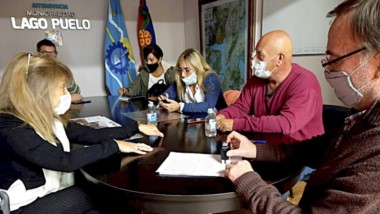 Auxilio clave. El IPV y el municipio firman el acuerdo crediticio para los daminificados por el incendio.