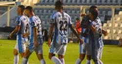 Victoria de Atlético ante el puntero.  Primer partido con la valla invicta para el Decano en el torneo.