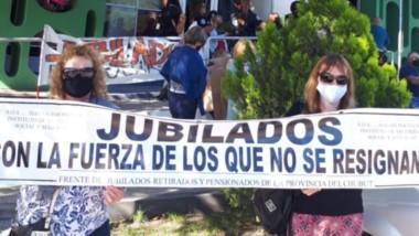 El reclamo de los jubilados provinciales que una vez más llega hasta el frente de las oficinas de SEROS.
