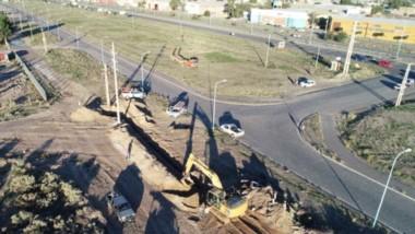 En el sector del Parque Industrial se detectó una falla y se trabajo en el reemplazo de la línea subterránea.