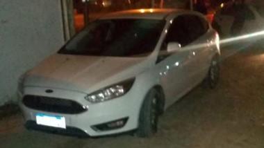 El automóvil robado apareció abandonado en el barrio Constitución.