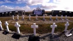 La Vigilia del 2 de abril por Malvinas comenzó minutos antes de la medianoche en Río Gallegos, frente al monumento en memoria de los caídos.