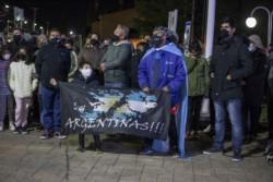 La Vigilia del 2 de abril por Malvinas comenzó minutos antes de la medianoche en Río Gallegos, frente al monumento en memoria de los caídos en 1982.