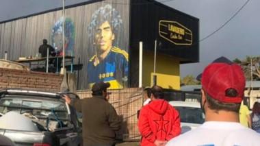 Esquel ya tiene dos murales en homenaje a Diego Armando Maradona.
