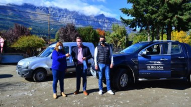 A rodar. Dos áreas claves del municipio de la localidad de El Bolsón recibieron ayer vehículos nuevos.