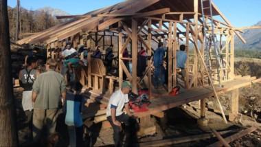En Lago Puelo, los habitantes se organizaron para gestionar recursos que permitan la reconstrucción.
