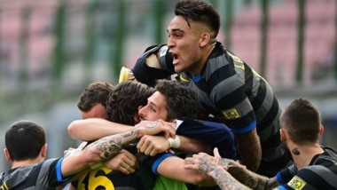 Inter le sacó 13 puntos a sus escoltas a falta de cinco fechas.