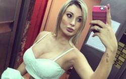 La modelo brasileña Andressa Urach confesó en un programa de TV que a sus 33 años de vida sigue tomando biberón con leche.