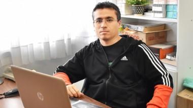 Ronald Galante, médico nutricionista, en su oficina de la Clínica del Valle de Trelew.