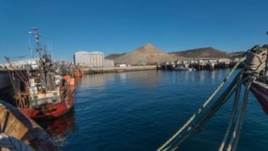Mar. Una postal del puerto de Comodoro, donde hay instalaciones sin usar y que necesitan fondos frescos.