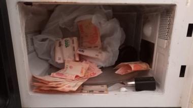 Alrededor de 13.000 pesos en un microondas fueron secuestrados.