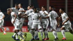 Santos festejó en el Nuevo Gasómetro, donde San Lorenzo llevaba 9 partidos sin derrotas por torneos Conmebol.