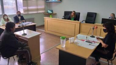 Momentos de tensión se vivieron en la audiencia de control de ayer entre el acusado y un familiar del muerto.