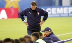El club oficializó que se aumentaron los casos positivos de Covid-19 dentro del plantel que dirige Falcioni.