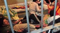 Momentos antes de que realizaran requisa en las celdas, los detenidos le introdujeron a la fuerza un celular con teclado y un cargad.