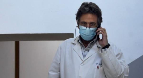 """El infectólogo Tomás Orduna, miembro del comité de expertos que asesora al Gobierno, advirtió que si no imponen restricciones """"para fin de mes podemos tener 45.000 casos en un día""""."""