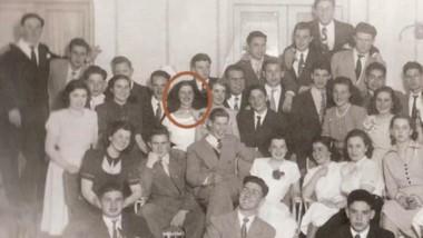 Colegio Nacional de Trelew, 1951. Libertad Leblanc, junto a un nutrido grupo de estudiantes, todos vecinos muy conocidos.