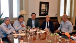 Foto de archivo de una reunión anterior, con Cornejo, Negri y Larreta.