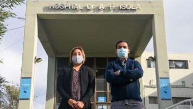 Experiencias. Carolina Choque y Diego Poli, dos residentes del hospital Isola, brindaron sus impresiones.