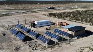 Paneles solares. Una postal de la instalación de Vialidad que es pionera en todo el territorio nacional.