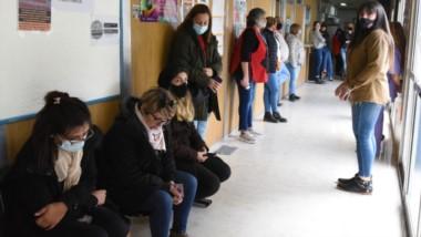 Pasillos. Los trabajadores se reunieron en la sede del Ministerio de Salud en Rawson. El lunes, sin atención.