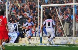 Diego Armando Giménez dijo presente en el partido del ascenso ante Huracán de Tres Arroyos en el Conti.