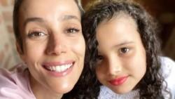 """""""Soy Karla Tenório, tengo 38 años, soy actriz, escritora, tengo una hija de 10 años y soy una madre arrepentida""""."""