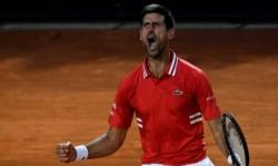 ¡Un maestro del escape! El N° 1 remontó un partido cuesta arriba ante Tsitsipas y se metió por decimosegunda vez en su carrera en las semifinales del Masters 1000 de Roma.