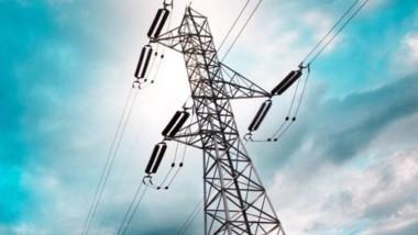 Debe haber un proyecto para resolver la crisis del servicio eléctrico.