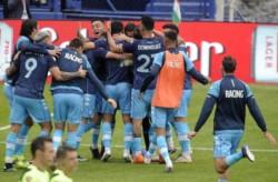 Racing venció por penales a Vélez y es el tercer semifinalista.
