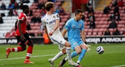 Tercera victoria consecutiva del Leeds, que con un sprint final extraordinario (6 triunfos en 9 fechas) se ubica 8º y se aseguró ya terminar en el Top 10.