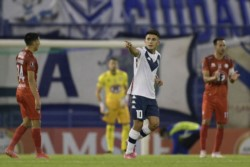 Vélez ganó por tercera vez seguida en la Copa y quedó cerca de octavos.