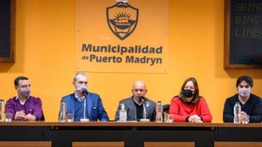 Sastre y Fabián Puratich encabezaron la jornada de trabajo con los equipos sanitarios y municipales.