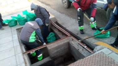 Personal municipal realizó la limpieza de pluviales y desagües.