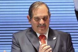 La Corte Suprema determinó que sea en la Capital Federal y no en Tucumán donde se investigue al ex gobernador de esa provincia José Alperovich, denunciado por su sobrina por abuso sexual.