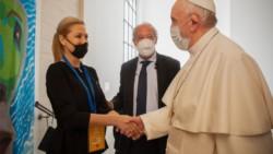 Fabiola Yáñez participó de un evento junto al papa Francisco.