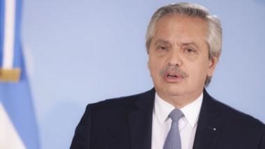 Alberto Fernández anunció el jueves que habría medidas pero el DNU tardó en salir y causó dudas en todos el país.
