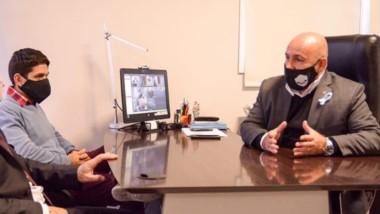 Acuerdo. Federico Massoni y Gustavo Sastre, durante la reunión.