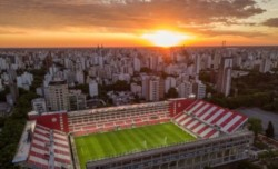 La delegación de Conmebol, además de visitar el UNO tiene previsto el miércoles realizar una inspección del estadio José Amalfitani.