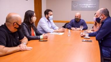 Gustavo Sastre en reunión con el ministro Cavaco en Madryn.