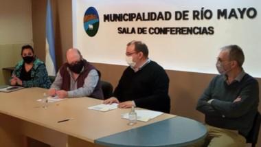 El ministro de Salud, Fabián Puratich, recorrió la localidad de Río Mayo y visitó el Hospital Rural.