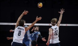 El seleccionado argentino no pudo frente a Estados UnidosBandera de Estados Unidos y cayó en el cierre del 1er weekend.