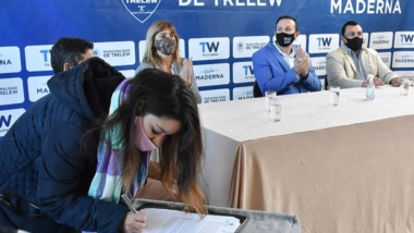 Maderna firmó un convenio que beneficiará a cinco jóvenes en cuatro empresas privadas de Trelew.