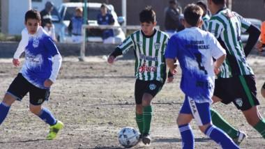 Ayer jugaron Germinal y Defensores del Parque a nivel oficial. Pero la competencia deportiva está prohibida.