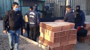 La Poicía realizó ayer dos allanamientos por el narcomenudeo local.