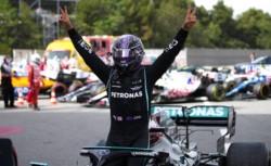 Hamilton se llevó el GP de España. La victoria 98 de F1 para el heptacampeón mundial. Max Verstappen, que es el piloto que está intentando romper la hegemonía del británico, finalizó segundo.