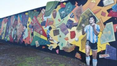 El Vía Crucis de D10S, obra de Román Cura, retrata el recorrido deportivo de Diego Armando Maradona.