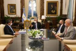 Alberto le solicitó a Sergio Massa, que el Congreso debata y sancione un programa de mejoras para el monotributo y de alivio fiscal, en una reunión en la que también participó el ministro Guzmán..