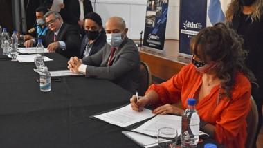 Se rubricaron convenios entre la ANSV, la APSV y los municipios.